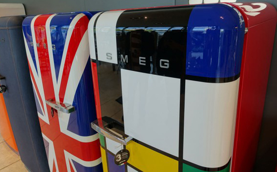 Smeg Kühlschrank Nach Transport : Fiat und smeg smeg de