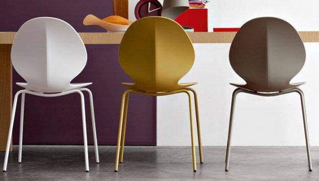 Forum tavolo classico con sedie moderne for Feltrini sedie per parquet